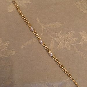 Gold tone and pearl bracelet